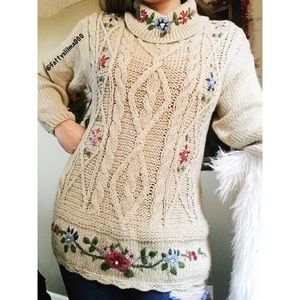 Vintage hand knit floral tunic sweater 🥀